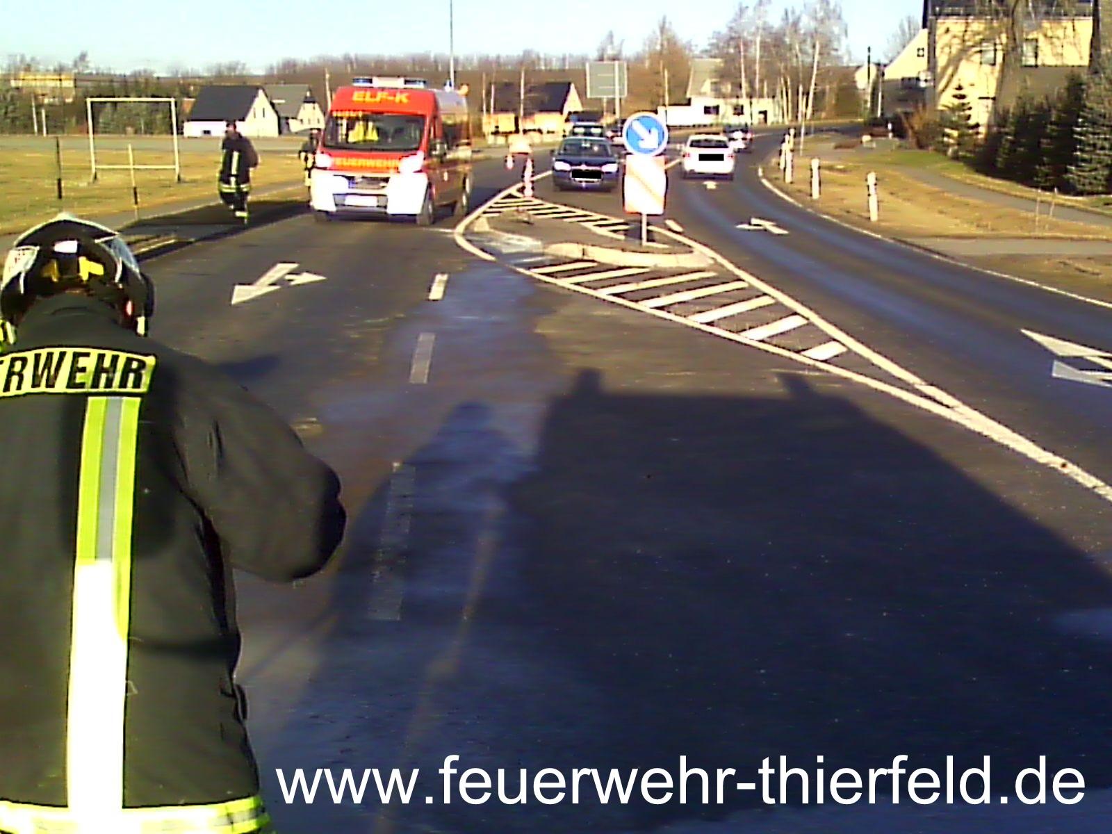 Einsatz 1: Verkehrsunfall- auslaufende Betriebsmittel