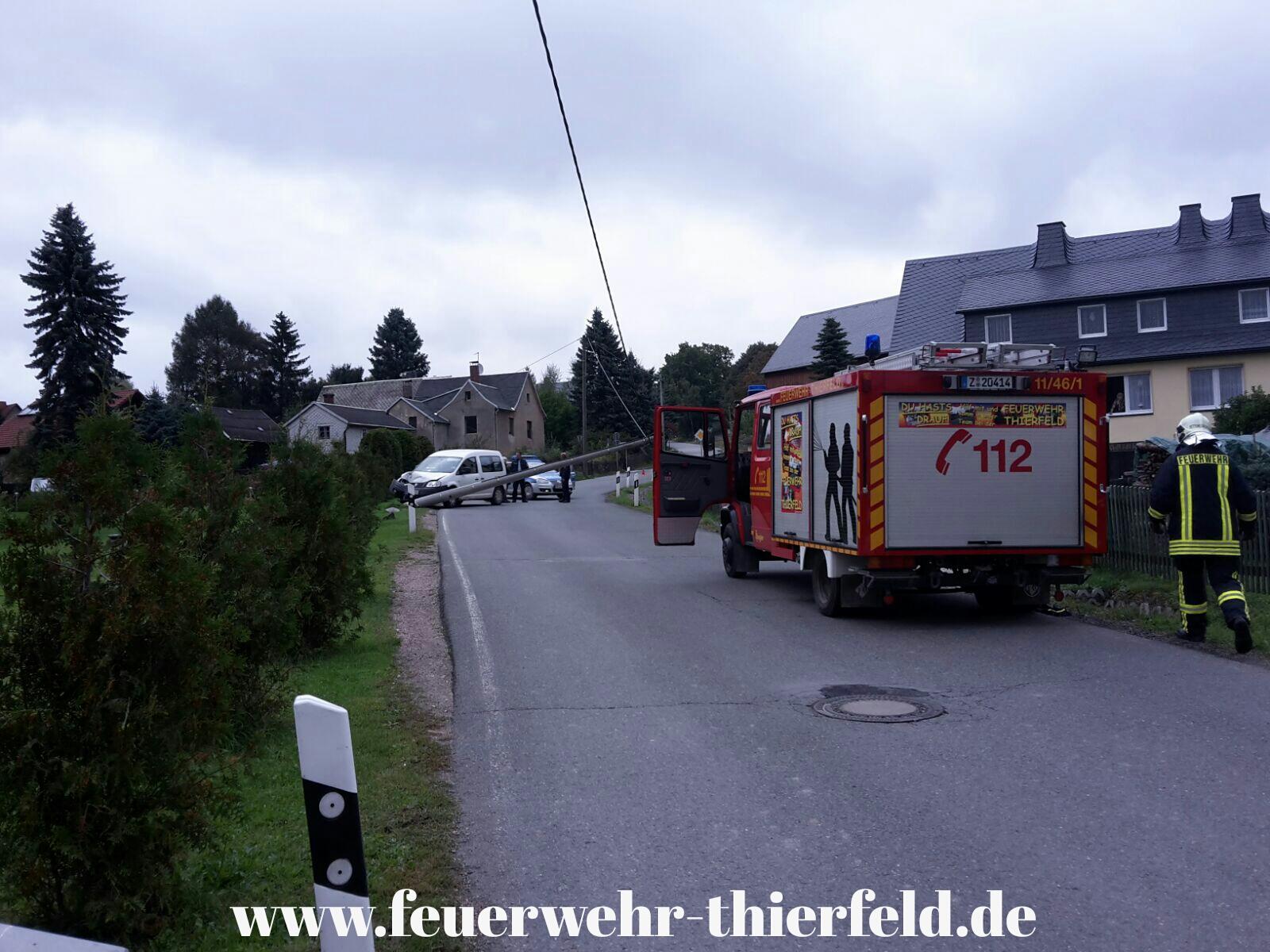 Einsatz 16: Verkehrsunfall, PKW gegen Strommast