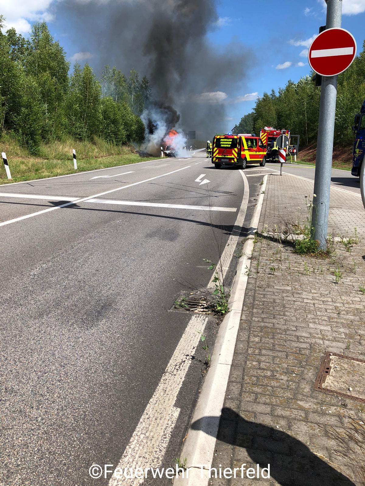 Einsatz 11: Brand Fahrzeug klein –  in Autobahnabfahrt